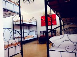 Hostel Terrasse Spa & Hena, hostel in Marrakesh
