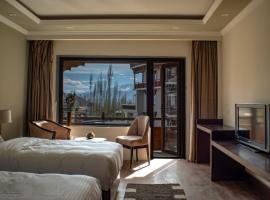 Hotel Kesaar Palace, hotel in Leh