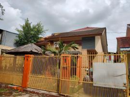 OYO 90207 Danty Guest House, hotel in Makassar