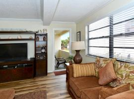 Condo 103 Vacation In Paradise in this beautiful 2BRs 2Baths home away from home at Sea Shell Beach Front Property, apartment in Sarasota