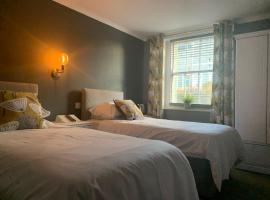 The Royal Oak Hotel, hotel in Beckermet
