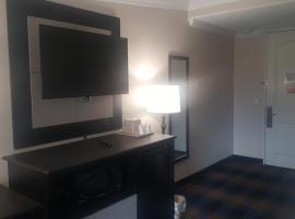 REGENCY INN & SUITES, hotel in Pensacola