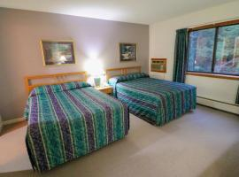 Cedarbrook Hotel Room w/2 Doubles 118, hotel in Killington