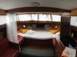 Home Boat, boat in Badalona