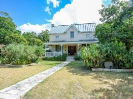 Texana Guesthouse Home, vacation rental in Fredericksburg