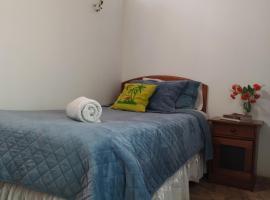 HOGAR A PASOS DE HOSMIL, hotel cerca de Mallplaza Egaña, Santiago