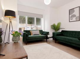 Ideal Home at Moseley Gardens in Fallowfield, vila u gradu Mančester