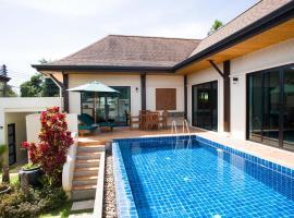 Foxtail Palm Villa, villa in Rawai Beach