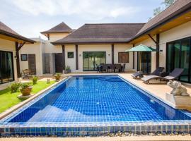 Queen Palm Villa, villa in Rawai Beach