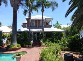 Lakeside Bed & Breakfast, luxury hotel in Perth