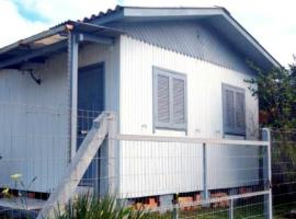 Casa completa em Torres- RS c ar condicionado Split, self catering accommodation in Torres
