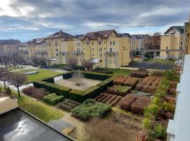 Appartement Les Cyclades avec terrasse jardin piscine et tennis, hôtel à Saint-Julien-en-Genevois