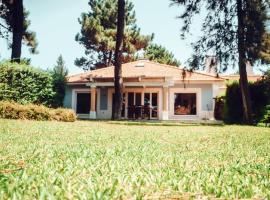 Cozy 3 bedroom new villa, sleeps 7, hotel em Comporta