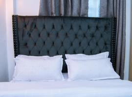 Sandalwood Suites- Serviced Two Bedroom Holiday Homes, hotel in Nakuru