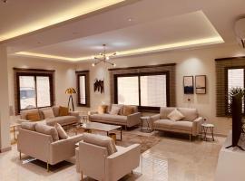 Luxury fully furnished villa ڤيلا مؤثثة, villa in Al-ʿUla