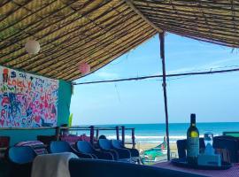 Sophia Beach Huts Arambol, hotel in Arambol