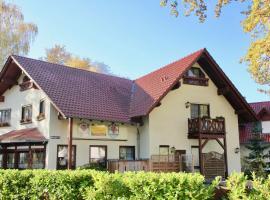 Spreewaldhotel zum Krabat mit Ferienwohnungen der KrabatResidenz, hotel in Burg