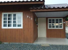 Beach House em Itapema, homestay in Itapema