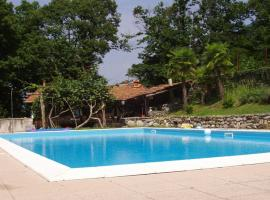 Agriturismo Tschang Wilma, farm stay in Castelveccana