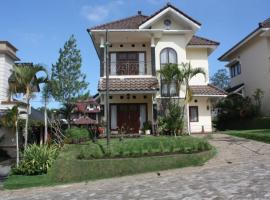 Wisata Villa Management, отель в Бату