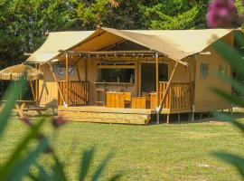 Lodge St Exupéry, luxury tent in Le Thor