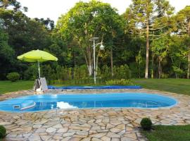 Chacara maravilhosa pertinho de Curitiba, hotel with pools in Curitiba