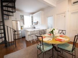 Yellow House 178-C, apartment in Charleston