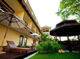素帆湖別墅酒店,萊卡邦的飯店