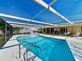 Chic Home with Private Caged Pool & Office home, villa in Sarasota