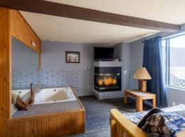 Village Suites Inn - Polar Bear - Perfect Location, IN THE VILLAGE! Can't be better!!!, lodge in Big Bear Lake