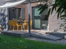 L'Eden Weiss, hotel near Saint-Quentin-en-Yvelines, Magny-les-Hameaux