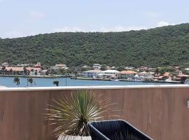 LL Suíte Praia - Condomínio Royale, hotel near Praia dos Anjos Beach, Cabo Frio