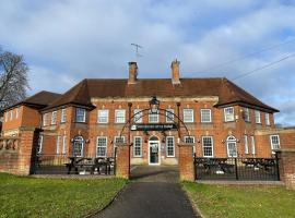 Wendover Arms Hotel, hotel near Cliveden House, High Wycombe