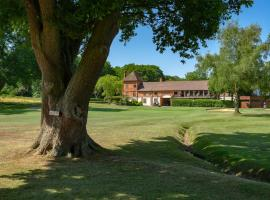 Cottesmore Hotel Golf & Country Club, hotel in Crawley