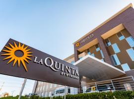 La Quinta by Wyndham Santiago Aeropuerto, отель в городе Сантьяго