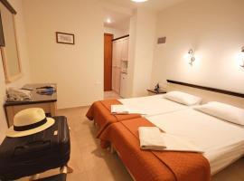 Mirabello Hotel, hotel in Heraklio Town