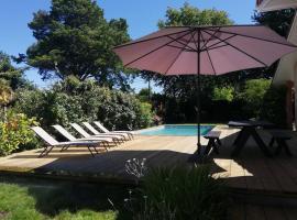Grande maison familiale piscine et jardin, Ferienhaus in Gujan-Mestras