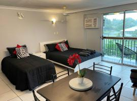 Cairns Holiday Letting - Business or Leisure, hotel near Cairns Marlin Marina, Cairns North