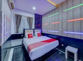OYO 4010 Zaara Guest House Syariah, hotel in Padang
