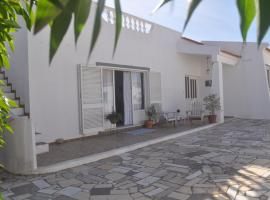 Casa Baleeira-Bright spacious beach house, hotel en Sagres