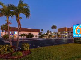 Motel 6-Cocoa Beach, FL, hotel near Port Canaveral, Cocoa Beach