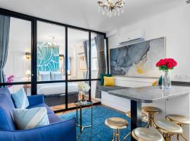 Luxury 2 Bedroom with AC - Louvre & Champs Elysees, hotel near Assemblée Nationale Metro Station, Paris