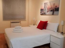 Roomspace Las Tablas Azofra, hotel with pools in Madrid