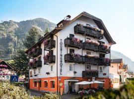 Hotel Touring, hotel in Predazzo
