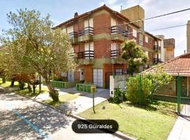 Cálido dpto de 2 ambientes con parrilla y cochera en zona residencial de Punta Mogotes, hotel en Mar del Plata