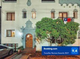 Hostal Boutique Casa La Barca, hotel near Baquedano Metro Station, Santiago