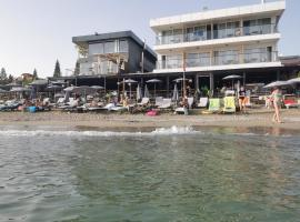 Sun Hotel By En Vie Beach, hotel in Alanya