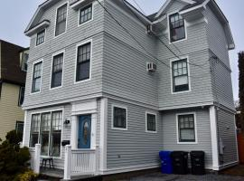 Modern Cottage in Downtown NPT-Walk to All, holiday home in Newport