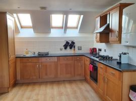 Spacious 3rd floor apartment with 50 inch TV, apartment in Manchester