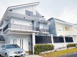 Luxury Stylish SKY CASTLE 6BR,BBQ,Breathaking RooftopView, KidsPool, Instaworthy, villa in Bogor